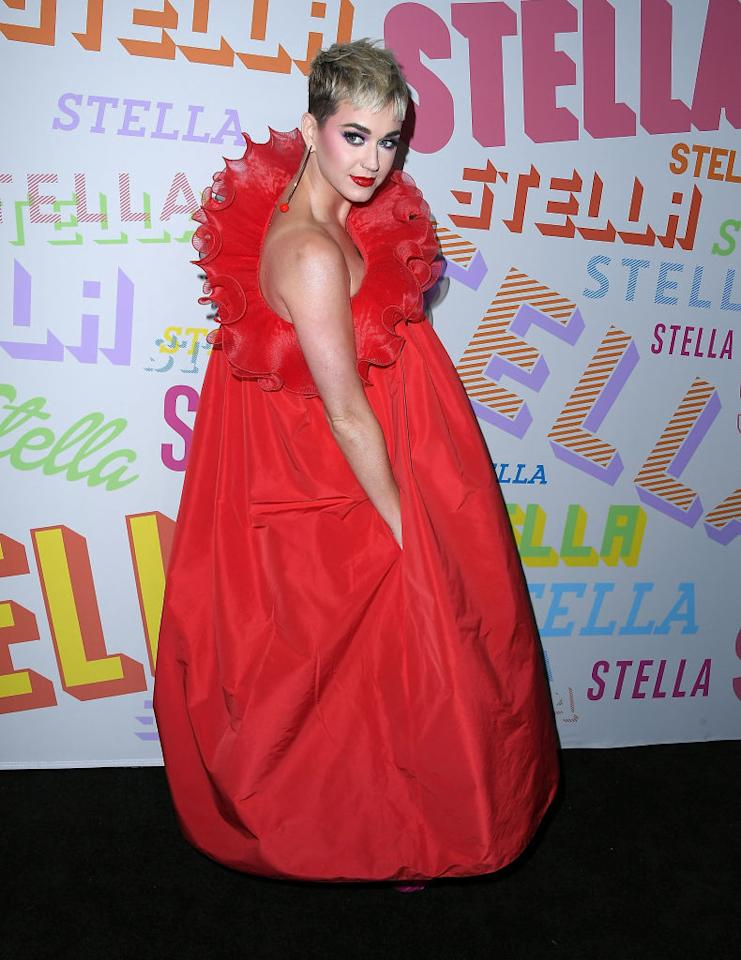 <p>Katy Perry undoubtedly stole the sartorial spotlight at Stella McCartney's AW18 presentation.<br />The singer opted for a paper-bag silhouette and accessorised the cranberry red dress with a similarly bold lip and a pair of metallic lenses (which she whipped on and off throughout the evening). <em>[Photo: Getty]</em> </p>