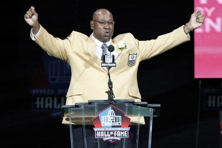 Cortez Kennedy during his Hall of Fame enshrinement in 2012. (AP)