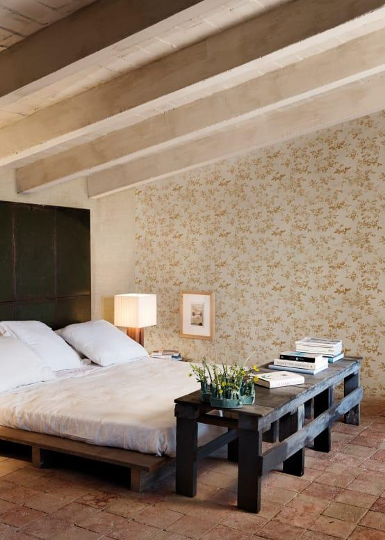 <p>There's absolutely nothing wrong with using wallpaper to access a more traditional aesthetic and in the case of floral patterns, it makes absolute sense. From rural homes through to contemporary urban dwellings, there's no home that can't make florals work, if they are in-keeping with the wider design scheme.</p><p>It's worth noting that shabby chic bedrooms are still exceptionally popular and nothing works quite as well as an understated floral wallpaper to create the look. Small repetitive patterns are the key to keeping everything in proportion and more traditionally styled.</p>  Credits: homify / Paper Moon