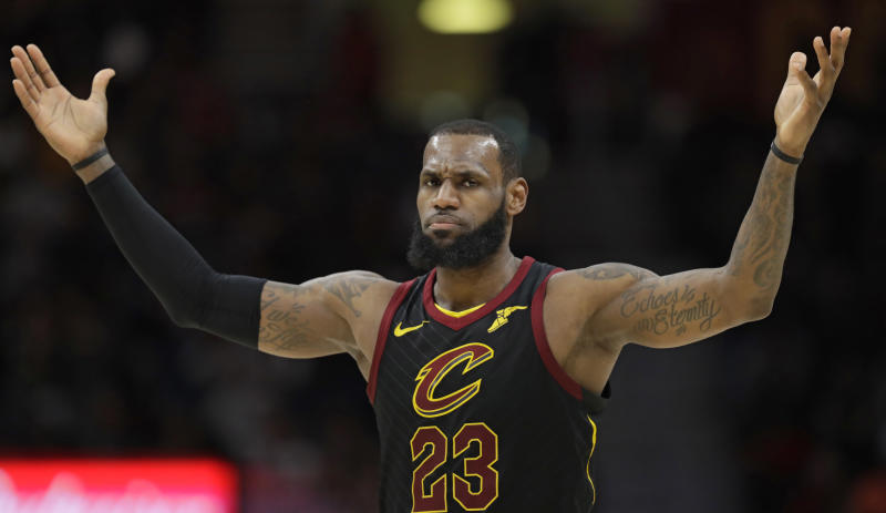 LeBron scores 35, carries Cavs past Raptors, 132-129