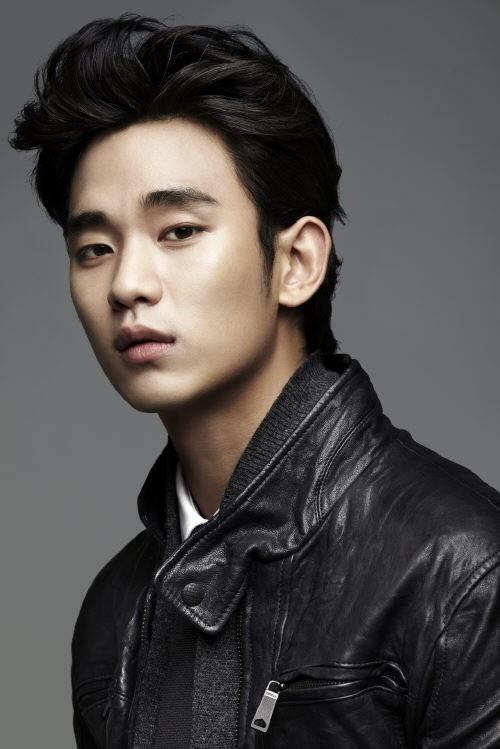 Kim Soo Hyun leaving to Japan for promotion of 'The Moon Embraces the Sun'
