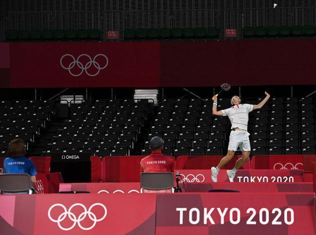 Viktor Axelsen of Denmark competes in a near-empty stadium during a men's singles badminton match during the Tokyo Olympics on July 24, 2021. (Photo: Xinhua News Agency via Getty Images)
