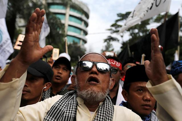 <p>Indonesian hardline Muslims react after hearing a verdict on Jakarta's first non-Muslim and ethnic-Chinese Christian governor Basuki Tjahaja Purnama's blasphemy trial outside the court in Jakarta, Indonesia May 9, 2017. (Photo: Beawiharta/Reuters) </p>