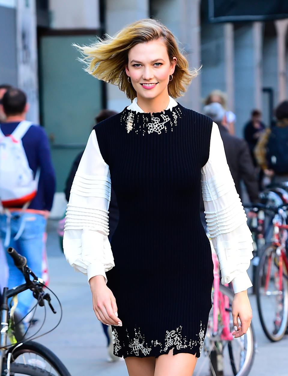 Model Karlie Kloss celebrated her 27th birthday by jumping off a yacht. (Photo: Getty Images)