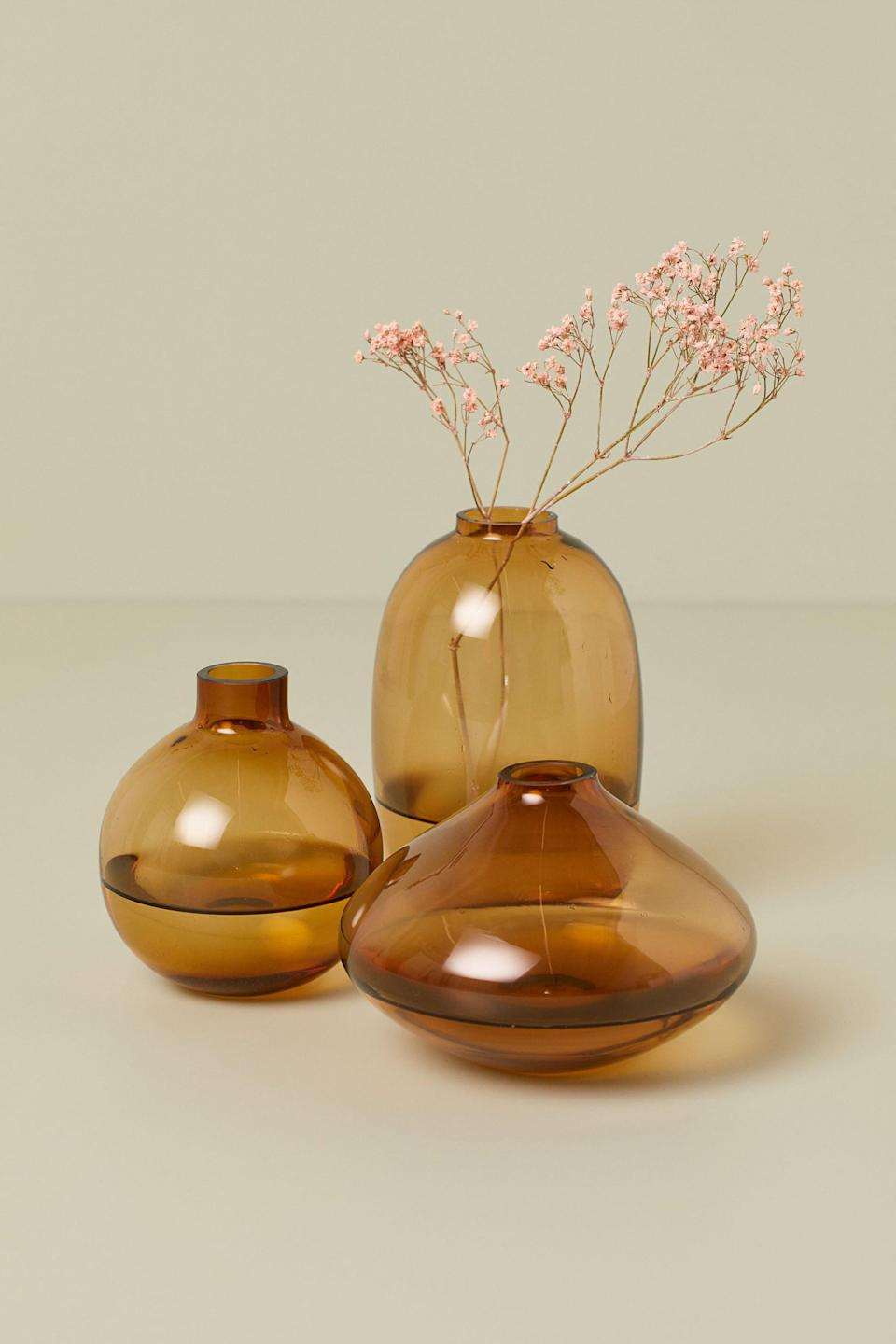 <p>This <span>H&amp;M Glass Vase</span> ($10) would look great in your dining room.</p>