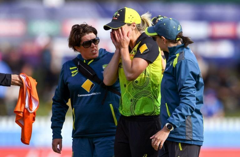 Rain prevented Australian star Ellyse Perry making her comeback from injury at the women's Big Bash League