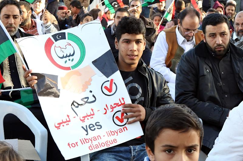 Libyan protesters shout slogans during a demonstration against a UN-sponsored agreement on forming a national unity government, on December 11, 2015 in the capital Tripoli (AFP Photo/Mahmud Turkia)