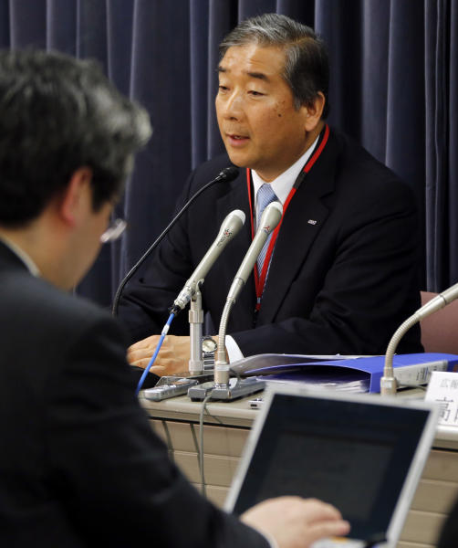 All Nippon Airways Executive Vice President Kiyoshi Tonomoto speaks during a press conference on its earnings in Tokyo Thursday, Jan. 31, 2013. ANA was sticking to its profit forecast despite flight cancellations caused by the worldwide grounding of Boeing 787 jets. (AP Photo/Koji Sasahara)