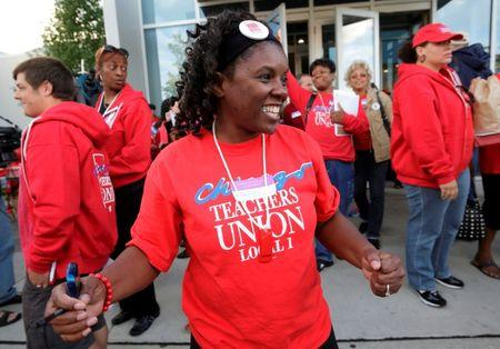 FILE PHOTO - Jacqueline Robinson (C) and other members of the Chicago Teachers Union celebrate the end of their strike in Chicago, Illinois, U.S. on September 18, 2012.    REUTERS/John Gress/File Photo
