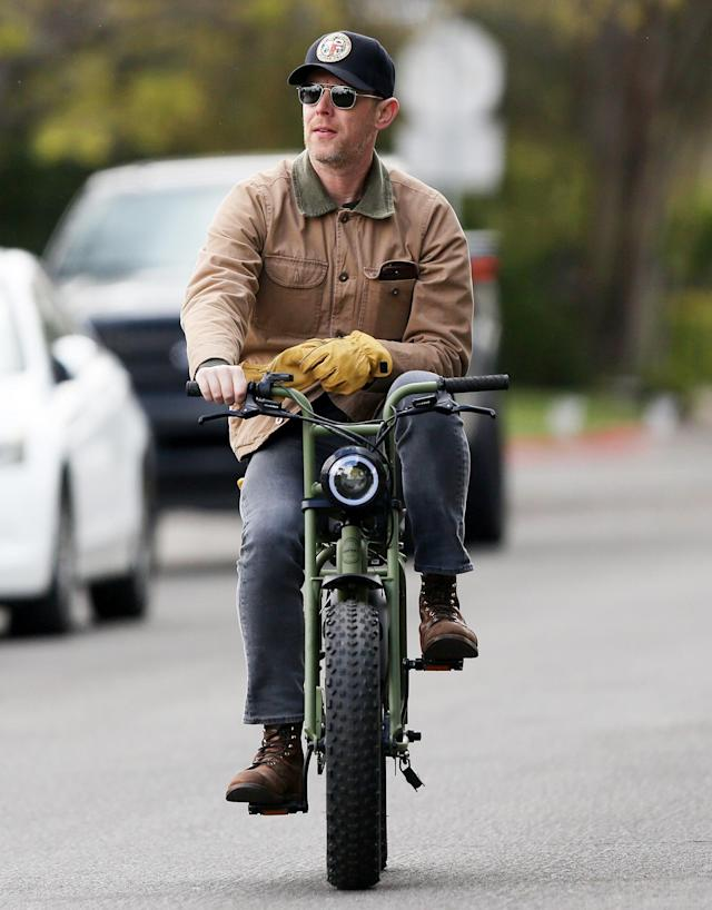 <p>Colin Hanks keeps his distance on a motorbike in L.A. on Thursday.</p>