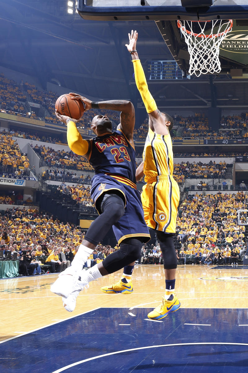 Basket - James passes Bryant for third on playoff scoring list