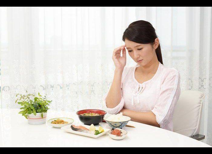 """Loss of appetite, as well as <a href=""""http://www.theactivetimes.com/hunger-games-how-hormones-affect-appetite"""" rel=""""nofollow noopener"""" target=""""_blank"""" data-ylk=""""slk:greater appetite"""" class=""""link rapid-noclick-resp"""">greater appetite</a> because of an overactive thyroid, is a common symptom, <a href=""""http://www.thyroid.org/thyroid-and-weight/"""" rel=""""nofollow noopener"""" target=""""_blank"""" data-ylk=""""slk:according"""" class=""""link rapid-noclick-resp"""">according</a> to the American Thyroid Association. It is normal to be hungry after exercising or another intense physical activity. But feeling like you need more – and that happens every day for several weeks – may be <a href=""""http://www.healthline.com/symptom/increased-appetite"""" rel=""""nofollow noopener"""" target=""""_blank"""" data-ylk=""""slk:a sign"""" class=""""link rapid-noclick-resp"""">a sign</a> of diabetes or thyroid abnormalities. <em>Photo Credit: Shutterstock</em> <a href=""""http://www.theactivetimes.com/content/top-17-signs-there-s-something-wrong-your-thyroid?slide=4?slide=4?slide=4?slide=4?utm_source=huffington%2Bpost&utm_medium=partner&utm_campaign=health"""" rel=""""nofollow noopener"""" target=""""_blank"""" data-ylk=""""slk:Click Here to See Signs There's Something Wrong With Your Thyroid"""" class=""""link rapid-noclick-resp""""><strong>Click Here to See Signs There's Something Wrong With Your Thyroid</strong></a>"""