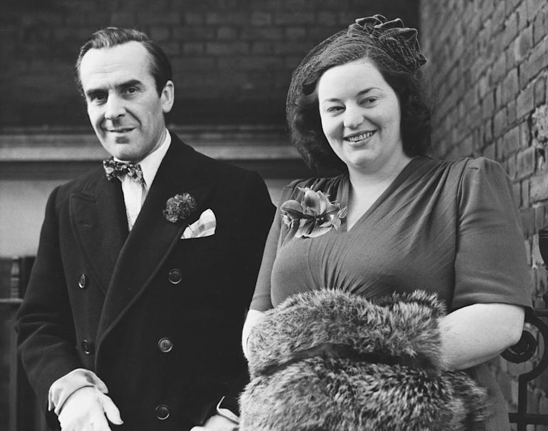 English comic actress Hattie Jacques leaves Kensington Register Office with her new husband, actor John Le Mesurier, London, 1949. (Photo by © Hulton-Deutsch Collection/CORBIS/Corbis via Getty Images)
