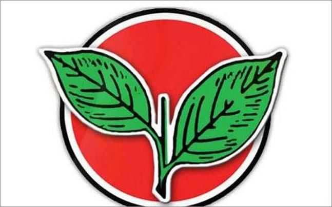 <p>TTV Dhinakaran camp and O Panneerselvam camp which is now  merged with Edappadi Palanisamy team are fighting for AIADMK's two leaves  symbol.</p>