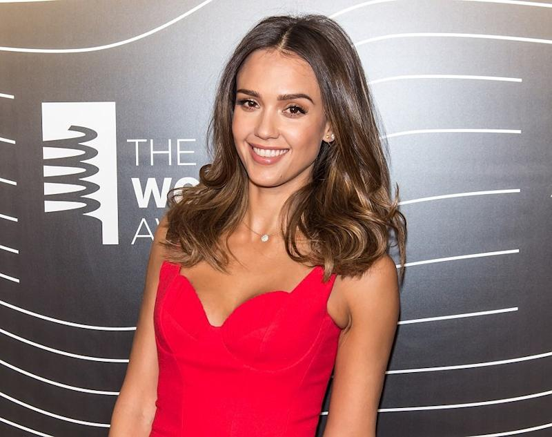 Jessica Alba's new blunt bob is inspiring our own holiday hair looks