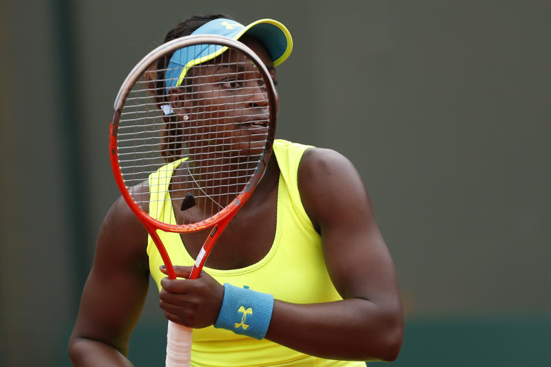 Sloane Stephens of the U.S. waits for the service of New Zealand's Marina Erakovic in their third round match at the French Open tennis tournament, at Roland Garros stadium in Paris, Saturday, June 1, 2013. (AP Photo/Petr David Josek)