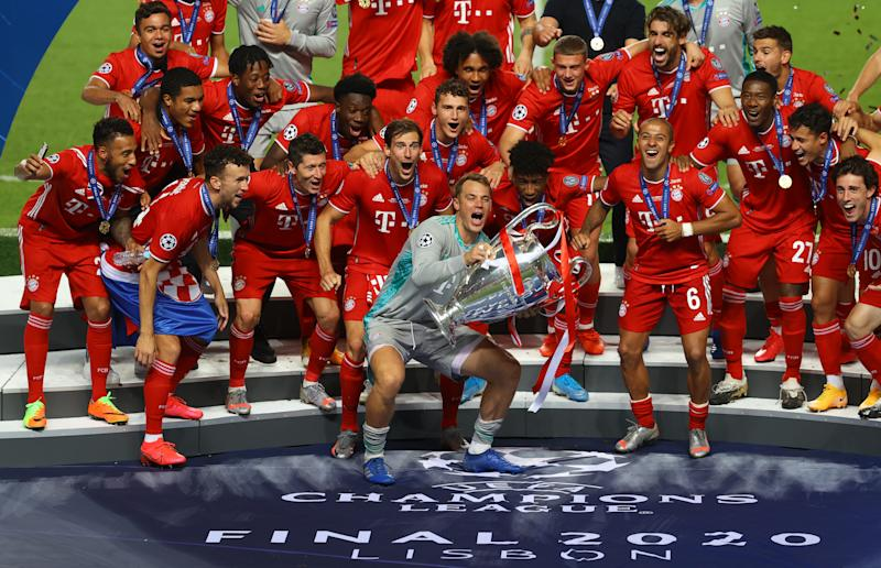LISBON, PORTUGAL - AUGUST 23: Manuel Neuer, captain of FC Bayern Munich prepares to lift the UEFA Champions League Trophy following his team's victory in the UEFA Champions League Final match between Paris Saint-Germain and Bayern Munich at Estadio do Sport Lisboa e Benfica on August 23, 2020 in Lisbon, Portugal. (Photo by Julian Finney - UEFA/UEFA via Getty Images)