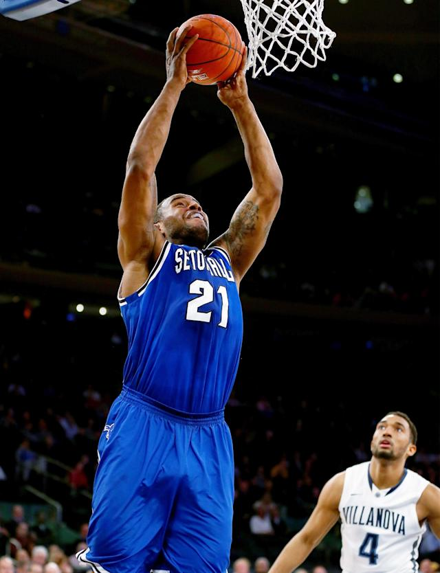 NEW YORK, NY - MARCH 13: Gene Teague #21 of the Seton Hall Pirates takes a shot as Darrun Hilliard II #4 of the Villanova Wildcats defends during the quarterfinals of the Big East Basketball Tournament at Madison Square Garden on March 13, 2014 in New York City. (Photo by Elsa/Getty Images)