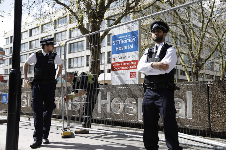 Police officers stand guard outside St Thomas' Hospital in London where Boris Johnson is in intensive care.  (Photo: TOLGA AKMEN via Getty Images)