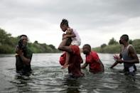 Haitian migrants stranded at the US border cross the Rio Grande river to get food and water in Mexico (AFP/PEDRO PARDO)