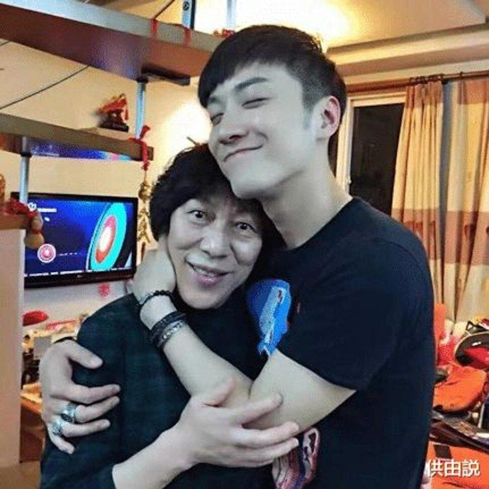 Qiao Renlian with his mother. Photo: handout