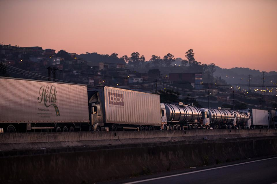 SAO PAULO, BRAZIL - MAY 29: Truckers strike against the high price of diesel on Regis Bittencourt Highway on May 29, 2018 in San Paulo, Brazil. The strike is on its eighth day and reaches almost every state in the country. Financial losses because of the stoppage have already exceed 10 billion dollars. (Photo by Victor Moriyama/Getty Images)