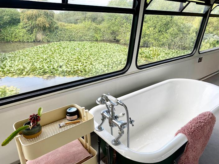 Doubledecker Home tub and pond