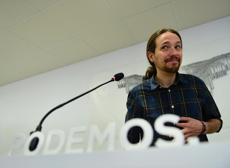 Leader of left-wing protest party Podemos Pablo Iglesias smiles during a press conference in Madrid on May 28, 2015 (AFP Photo/Pierre-Philippe Marcou)