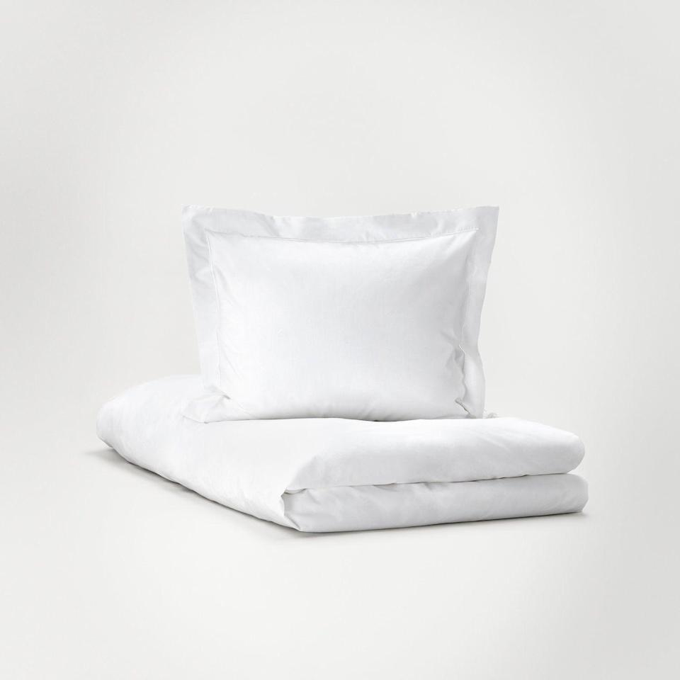 "<h3><a href=""https://www.bostonluxbeds.com/linens/hastens-bedding"" rel=""nofollow noopener"" target=""_blank"" data-ylk=""slk:Hästens Pure White Collection - Sheets"" class=""link rapid-noclick-resp"">Hästens Pure White Collection - Sheets</a></h3><br>For Scandinavian simplicity at its best (and by ""best"" we mean ""most luxurious""), Hästens Pure White sheets are made from the finest linens to ensure your mother-in-law enjoys sweet dreams and deep sleep. <br><br><strong>Hästens</strong> Hästens Pure White Collection - Sheets, $, available at <a href=""https://go.skimresources.com/?id=30283X879131&url=https%3A%2F%2Fwww.bostonluxbeds.com%2Flinens%2Fhastens-bedding"" rel=""nofollow noopener"" target=""_blank"" data-ylk=""slk:Boston Luxury Beds"" class=""link rapid-noclick-resp"">Boston Luxury Beds</a>"
