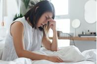 """<p>Some people rarely get headaches, and if one strikes, just popping an aspirin will put a stop to the pain. But for other folks — especially those dealing with<a href=""""https://www.goodhousekeeping.com/health/a35912698/how-to-get-rid-of-a-migraine-fast/"""" rel=""""nofollow noopener"""" target=""""_blank"""" data-ylk=""""slk:chronic migraines"""" class=""""link rapid-noclick-resp""""> chronic migraines</a> — finding relief is a lot trickier. Fortunately, when and what you eat can have a big impact on the frequency and severity of headaches. """"Migraine is a disease. It's there every day, whether or not someone has an attack,"""" says <a href=""""https://www.jefferson.edu/academics/colleges-schools-institutes/skmc/departments/neurology/faculty/parikh.html"""" rel=""""nofollow noopener"""" target=""""_blank"""" data-ylk=""""slk:Simy Parikh, M.D."""" class=""""link rapid-noclick-resp"""">Simy Parikh, M.D.</a>, an assistant professor of neurology at the <a href=""""https://www.jefferson.edu/academics/colleges-schools-institutes/skmc/departments/neurology/programs/headache.html"""" rel=""""nofollow noopener"""" target=""""_blank"""" data-ylk=""""slk:Jefferson Headache Center"""" class=""""link rapid-noclick-resp"""">Jefferson Headache Center</a> at <a href=""""https://www.jefferson.edu/index.html"""" rel=""""nofollow noopener"""" target=""""_blank"""" data-ylk=""""slk:Thomas Jefferson University"""" class=""""link rapid-noclick-resp"""">Thomas Jefferson University</a>. """"So when we talk about food, it's usually more along the lines of preventive care."""" </p><p>Dr. Parikh says certain brain structures that are involved in migraine (such as the hypothalamus) are also involved in regulating your body's natural daily rhythm. As a result, sticking to a regular schedule, and eating and <a href=""""https://www.goodhousekeeping.com/health/wellness/a35866658/how-many-hours-of-sleep-you-need/"""" rel=""""nofollow noopener"""" target=""""_blank"""" data-ylk=""""slk:sleeping at the same times"""" class=""""link rapid-noclick-resp"""">sleeping at the same times</a> every day — not skipping meals or sleeping in late — can go a long wa"""