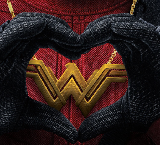 Deadpool hearts Wonder Woman (Photo: @deadpoolmovie/Twitter)