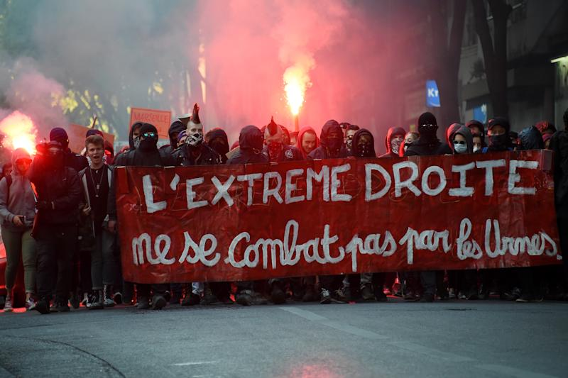 "Demonstartors march behind a banner which translates as ""The Extreme Right, you can't fight at the ballot box"" as they stage a protest against the far-right Front National (FN) in Marseille on April 19, 2017 in a reszponse to the campaign meeting in the city of the French presidential election candidate for the far-right Front National (FN) party Marine Le Pen. / AFP PHOTO / SYLVAIN THOMAS"