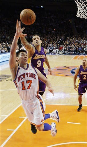 Lin scores 38 to lead Knicks over Lakers 92-85 004267d8c