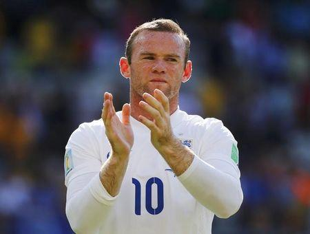 England's Rooney applauds at the end of their 2014 World Cup Group D soccer match against Costa Rica at the Mineirao stadium in Belo Horizonte