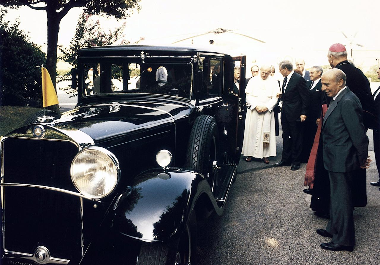 Return to the Vatican: In 1984, Pope John Paul II received the lavishly restored Mercedes-Benz Nürburg.