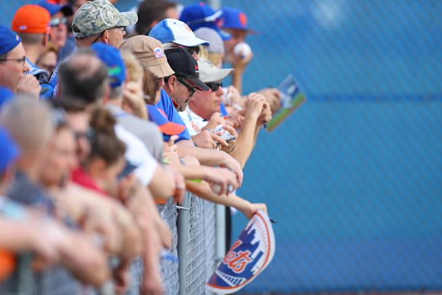 <p>New York Mets fans line a field for an autograph opportunity during spring training workouts at the Mets Minor League Complex in Port St. Lucie, Fla., Feb. 25, 2018. (Photo: Gordon Donovan/Yahoo News) </p>