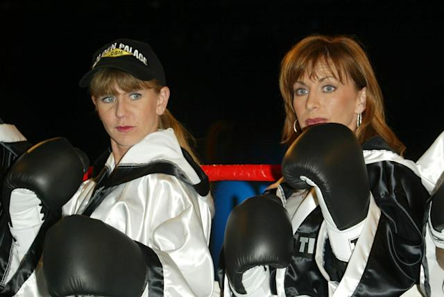 <strong>Tonya and Paula Jones at a weigh-in in 2002</strong> (Peter Brooker/REX/Shutterstock)