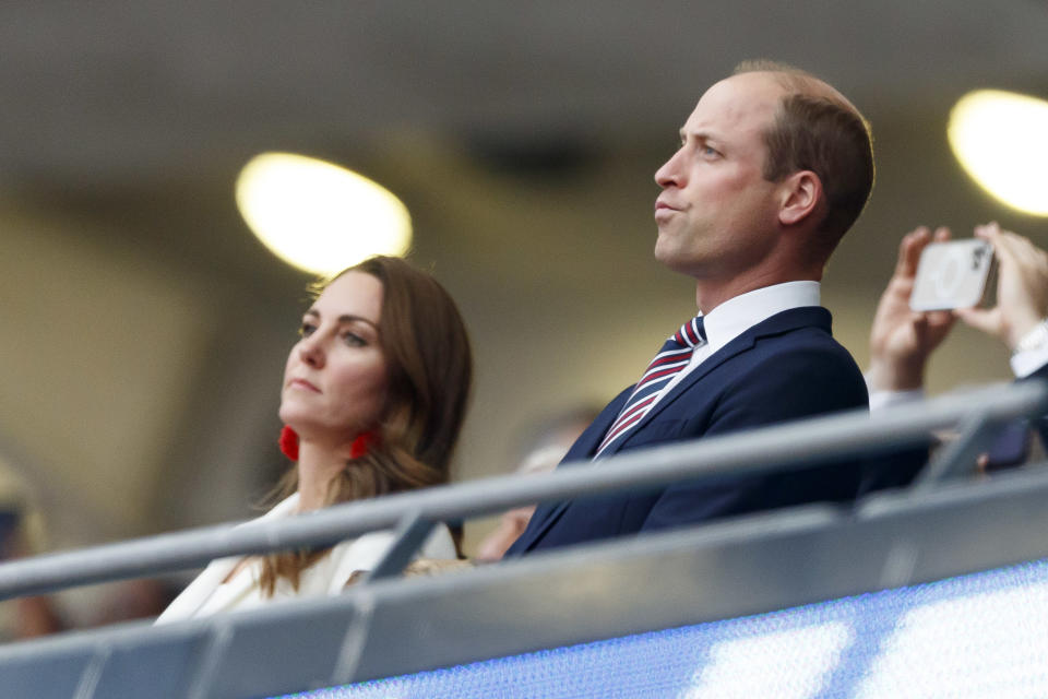 LONDON, ENGLAND - JULY 11: (BILD ZEITUNG OUT) . ,Catherine,Duchess of Cambridge and Prinz William,Duke of Cambridge prior to the UEFA Euro 2020 Championship Final between Italy and England at Wembley Stadium on July 11, 2021 in London, United Kingdom. (Photo by Matteo Ciambelli/DeFodi Images via Getty Images)