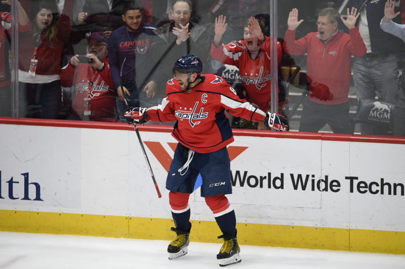 Ovechkin near 700 after 27th hat trick; Caps beat Kings 4-2