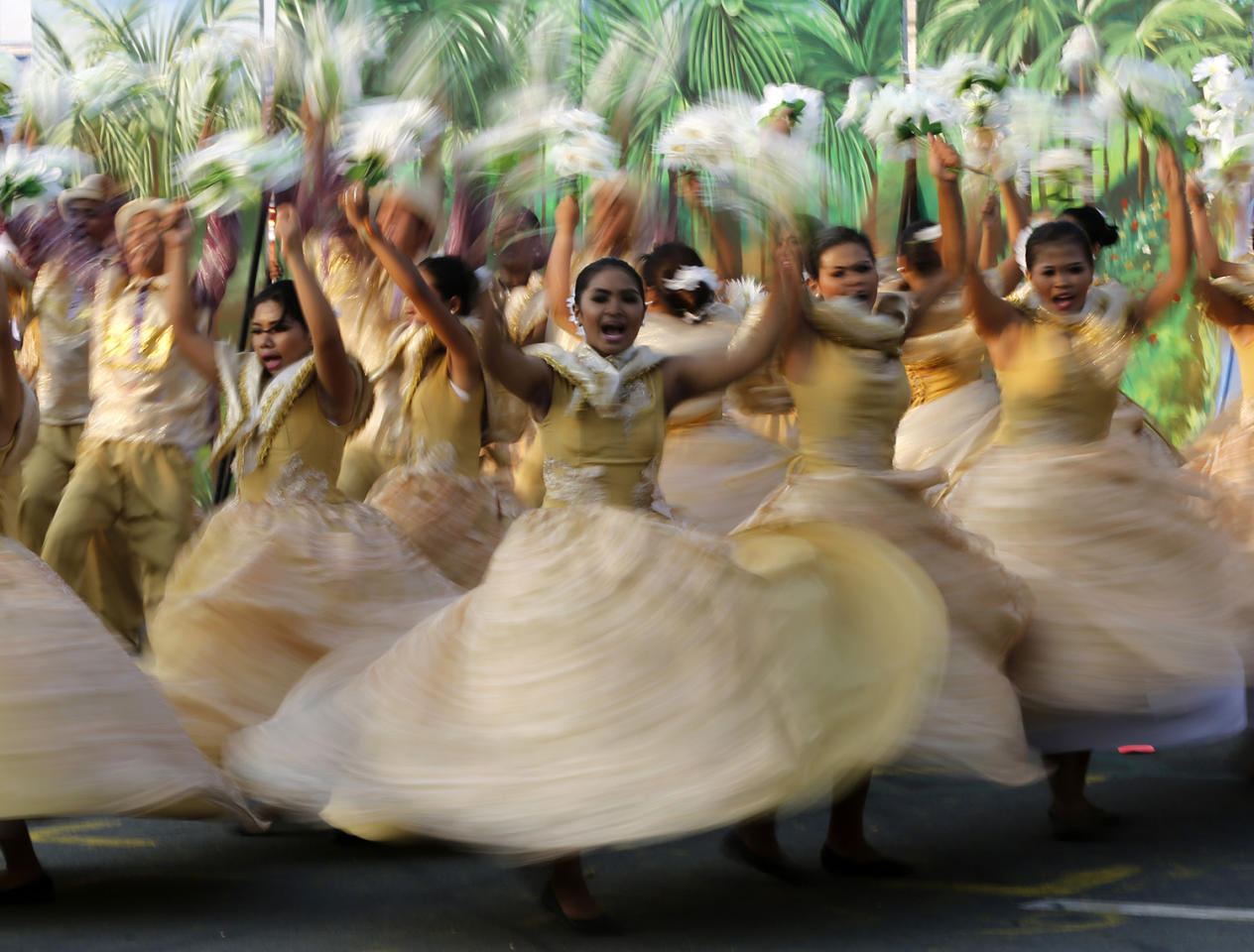 <p>A picture taken with a slow shutter speed shows Filipino performers wearing traditional costumes during a street dance competition as part of the Aliwan Festival in Manila, Philippines, April 22, 2017. (Photo: Francis R. Malasig/EPA) </p>