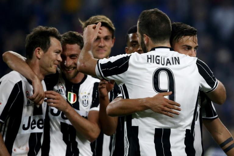 Juventus' Gonzalo Higuain (2nd R) celebrates with teammates after scoring a goal during their Italian Serie A match against Chievo, at the Juventus Stadium in Turin, on April 8, 2017