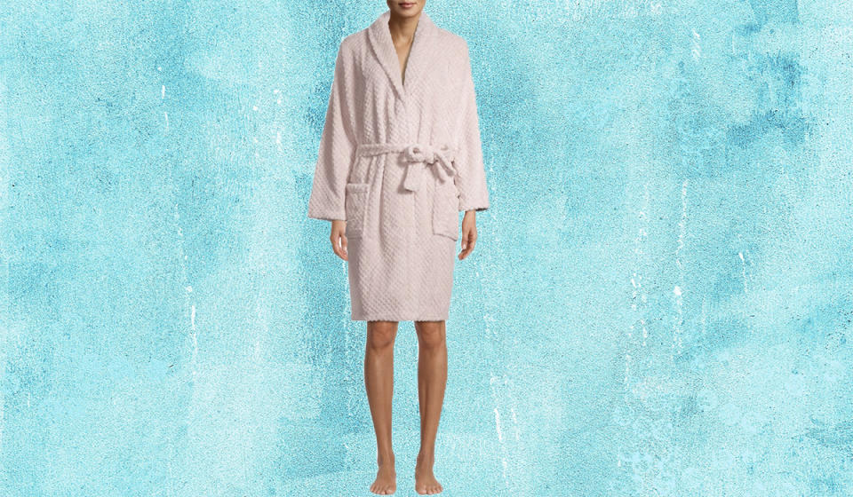Curl up in this cozy (yet lightweight) robe. (Photo: Walmart)