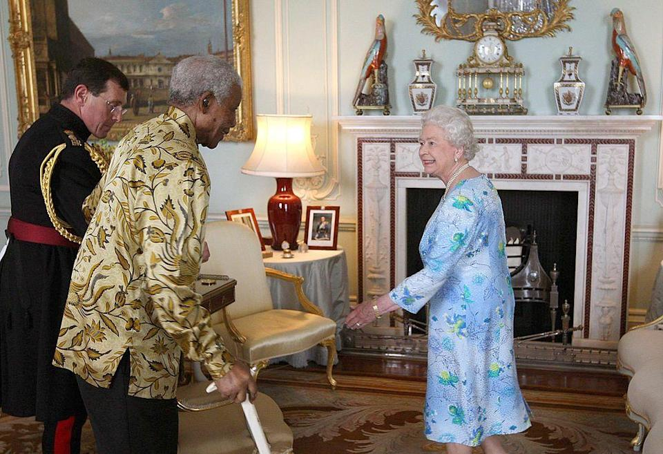 <p>Queen Elizabeth chats with Nelson Mandela, who was celebrating his 90th birthday.</p>