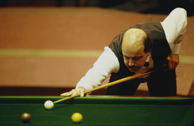 Willie Thorne competing in the World Snooker Championship. (Pascal Rondeau/Getty Images)