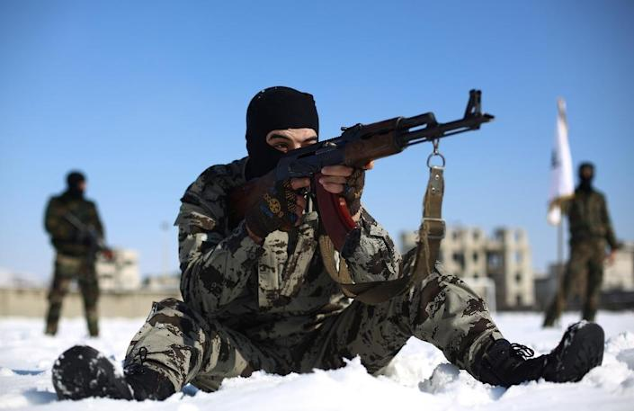 A rebel fighter with Jaish al-Islam at a training session in Eastern Ghouta on January 11, 2015 (AFP Photo/Abd Doumany)