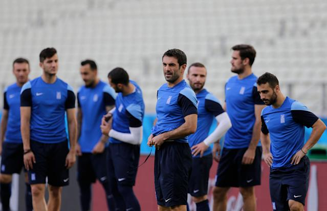 Greece's Giorgos Karagounis, center front, fixes his pants during an official training session the day before the group C World Cup soccer match between Greece and Ivory Coast at the Arena Castelao in Fortaleza, Brazil, Monday, June 23, 2014. (AP Photo/Fernando Llano)