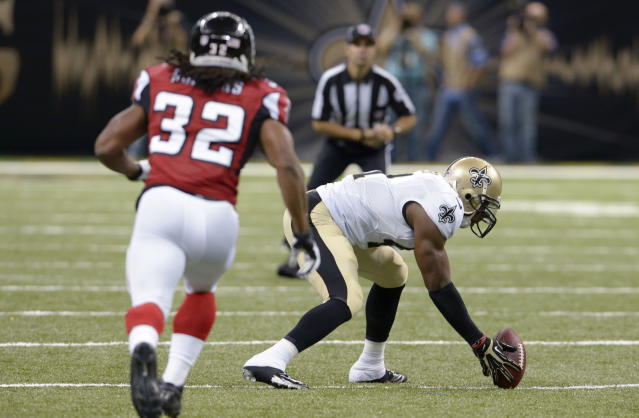 New Orleans Saints strong safety Roman Harper (41) picks up a fumble as Atlanta Falcons running back Jacquizz Rodgers (32) pursues in the first half of an NFL football game in New Orleans, Sunday, Sept. 8, 2013. (AP Photo/Bill Feig)