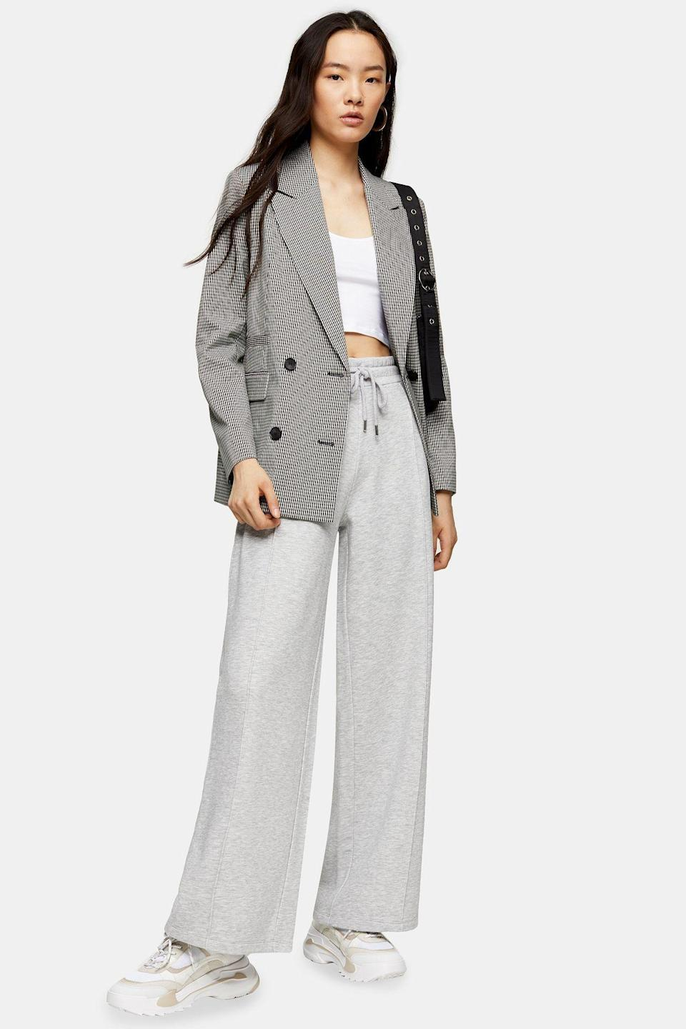 """<p><strong>Topshop</strong></p><p>topshop.com</p><p><strong>$55.00</strong></p><p><a href=""""https://go.redirectingat.com?id=74968X1596630&url=https%3A%2F%2Fus.topshop.com%2Fen%2Ftsus%2Fproduct%2Fgrey-slouch-slouch-wide-leg-joggers-9763722&sref=https%3A%2F%2Fwww.cosmopolitan.com%2Fstyle-beauty%2Ffashion%2Fg10327302%2Fcute-fall-outfits%2F"""" rel=""""nofollow noopener"""" target=""""_blank"""" data-ylk=""""slk:Shop Now"""" class=""""link rapid-noclick-resp"""">Shop Now</a></p><p>I want to wear my sweats 24/7 too. And this outfit is proof that they're more than just loungewear—see how cute they look with a crop top and blazer? </p>"""