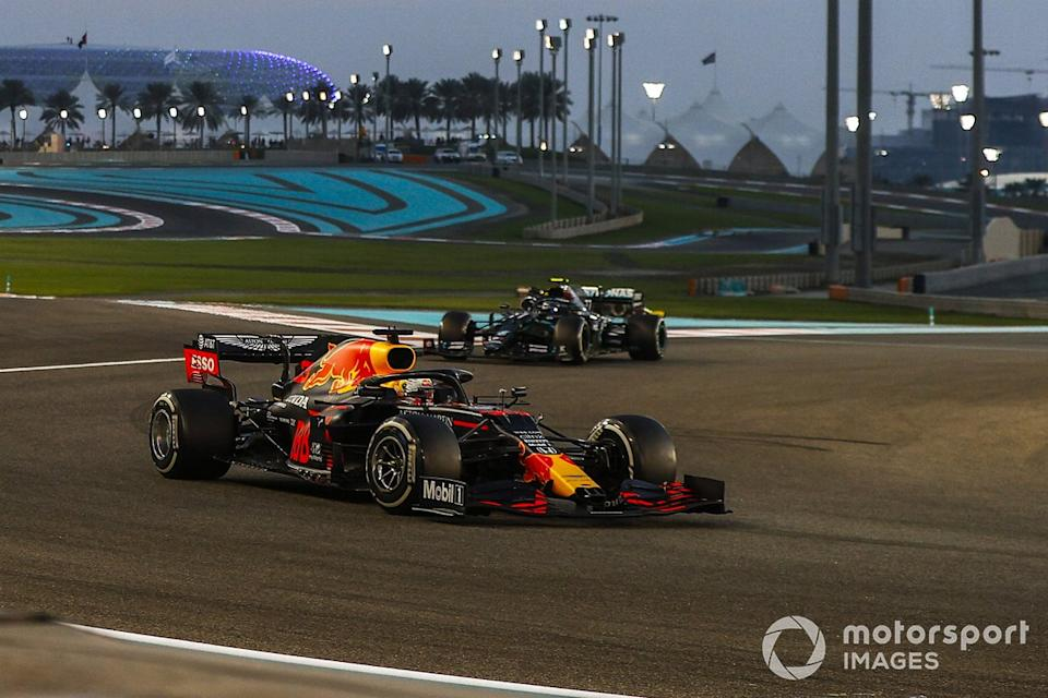 "Max Verstappen, Red Bull Racing RB16, Valtteri Bottas, Mercedes F1 W11, Lewis Hamilton, Mercedes F1 W11<span class=""copyright"">Andy Hone / Motorsport Images</span>"