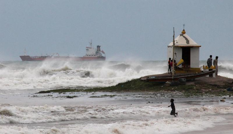 Large waves hit the beach ahead of Cyclone Hudhud in Visakhapatnam on October 11, 2014 (AFP Photo/)